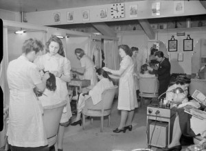 Wartime Hairdressers London | © Imperial War Museum, wikicommons